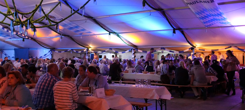 Oktoberfest im großen Festzelt am Grohnder Fährhaus